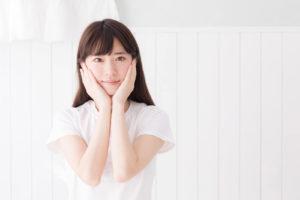 カビが体に及ぼす影響を心配している女性