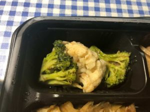 「ヨシケイ」ベジミールの回鍋肉弁当 ブロッコリー