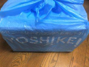 ヨシケイのビニール袋に入った状態で、置き配達の場合は、玄関前に置いてあります。