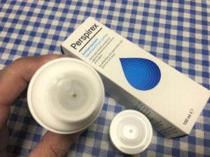 デトランスα(パースピレックス)手足用 手の平が乾いたら塗る